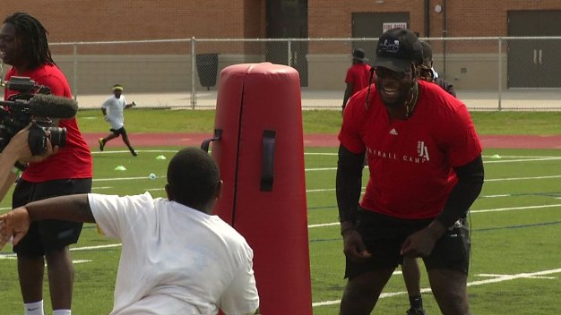 Jay Ajayi Hosts Football Camp in Frisco