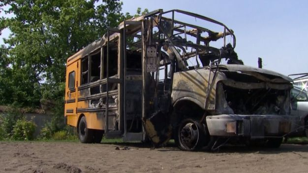 School Bus Driver Saves Kids From Bus Fire