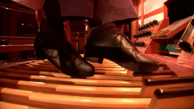 Organist Performs 'Flight of the Bumblebee'