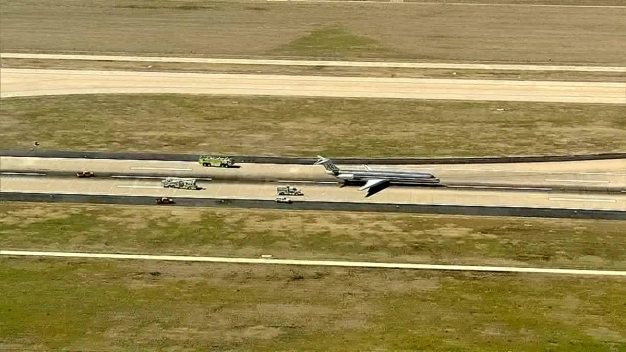 RAW VIDEO: AA Plane Makes Emergency Landing at D/FW Airport