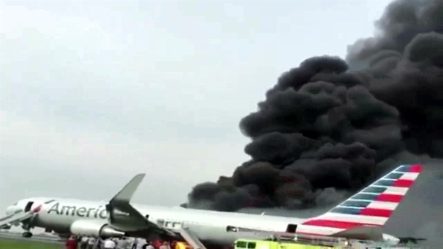 AA Flight 383 Caught Fire in Chicago