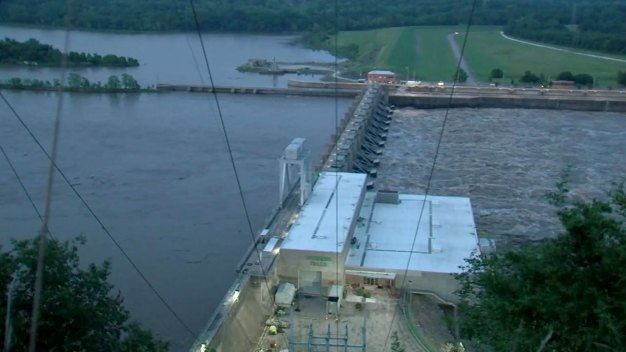 Oklahoma Town Evacuated After Runaway Barges Threaten Dam