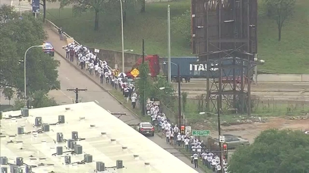 Raw: Dallas Officers, Firefighters March to City Hall