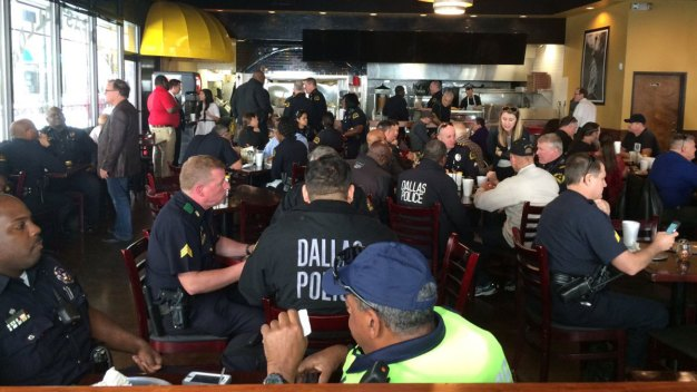 Dozens of Downtown Dallas Police Eat Lunch with Residents