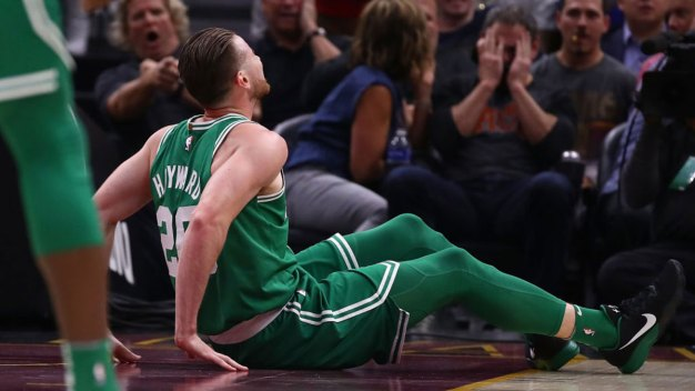 Hayward Dislocates Ankle, Fractures Tibia in Celtics Debut: Coach