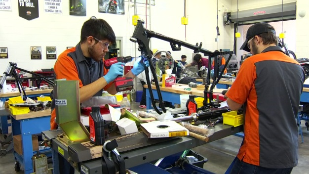 Students Help Dallas Harley-Davidson Shop in Competition