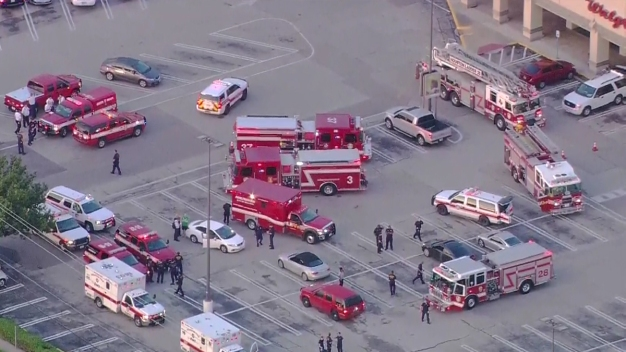 9 Wounded, Gunman Dead Outside Houston Strip Mall