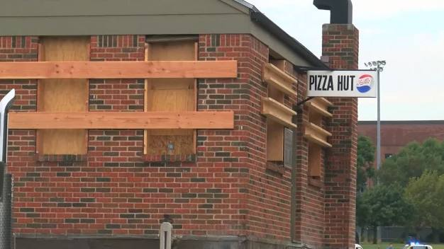 First Pizza Hut Moved on Flat-Bed