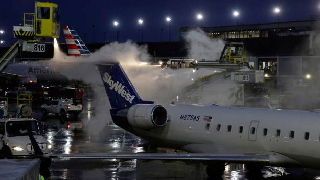 Snow, Ice Force Airline Cancellations as Storm Heads to New England