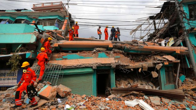 Death Toll in Nepal Soars as Rescuers Struggle to Reach Many