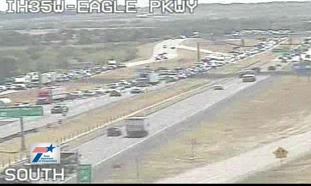 Fatal Crash Closes I-35W in North Fort Worth