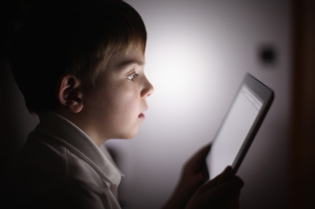 Pediatrics Group Lifts 'No Screens Under 2' Rule