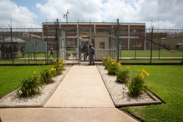 Texas Prison Guard Acquitted in Death of Inmate