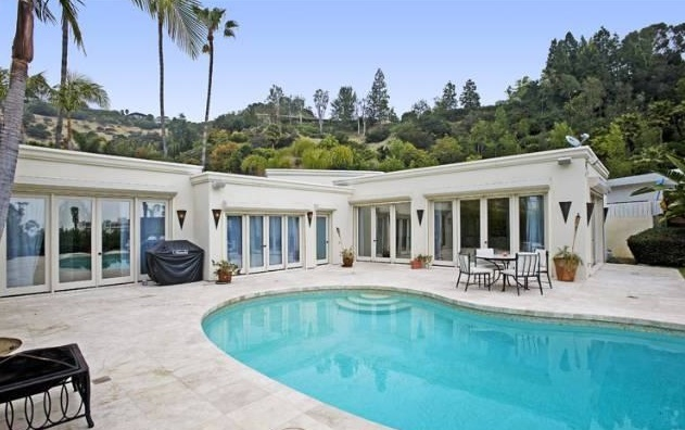 Penelope Is Cruz-ing Out of L.A. Home