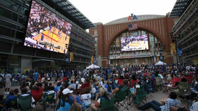 Mavs Fans Party in the Plaza