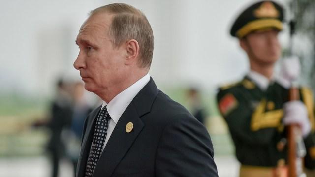 Putin Praises Trump, Denies Meddling in US Election