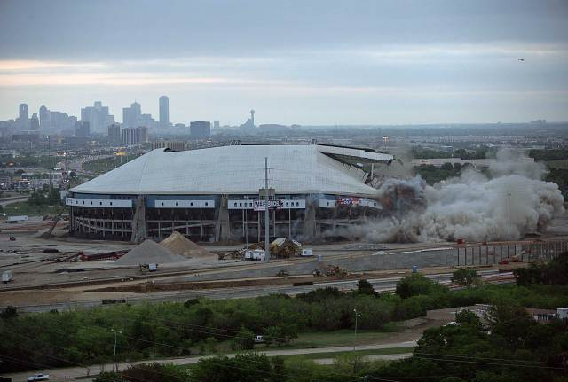 Texas Stadium Implosion in Pictures