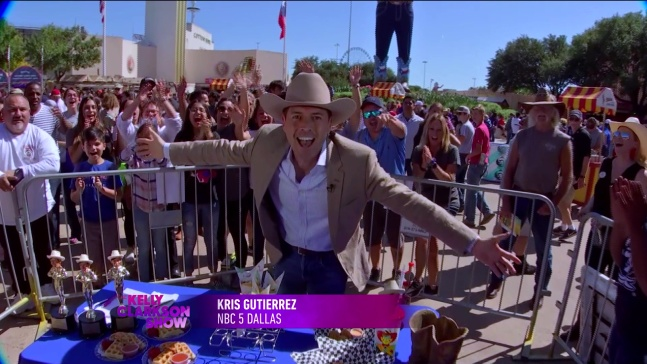 Kelly Clarkson Gets a Taste of the State Fair of Texas