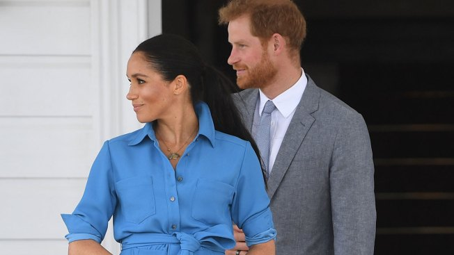 Plane Carrying Harry and Meghan Aborts Landing in Australia, Flies Around