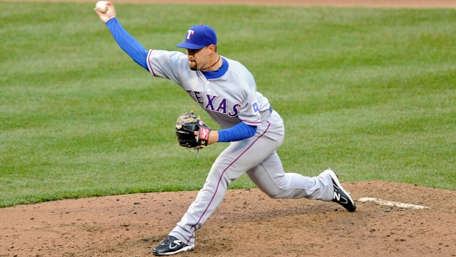 Rangers Bring Back Relief Pitcher