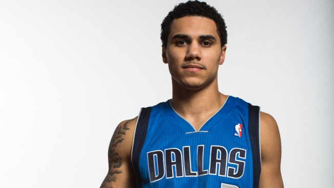 Larkin Debuts for Mavs 4 Months After Ankle Injury
