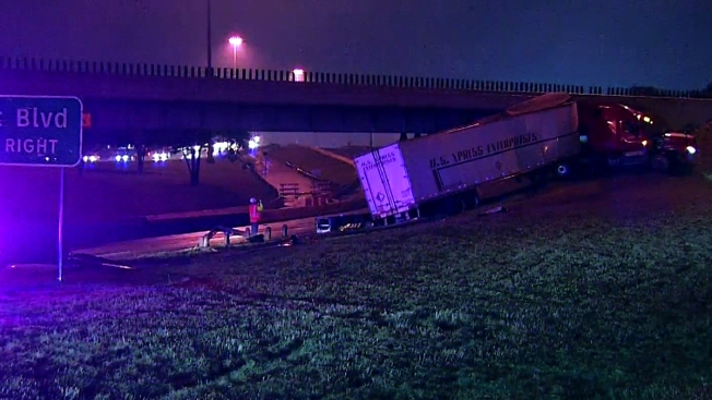 18-Wheeler Crash Closes I-35E in Dallas
