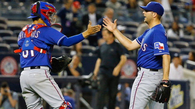 Rangers Sweep Yanks With 5-2 Win