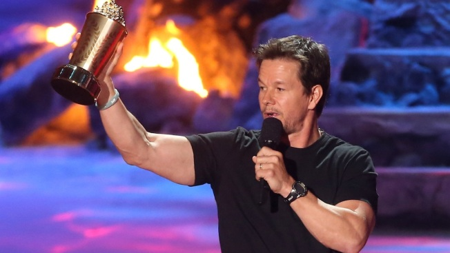 Mark Wahlberg Nabs Generation Award at the 2014 MTV Movie Awards