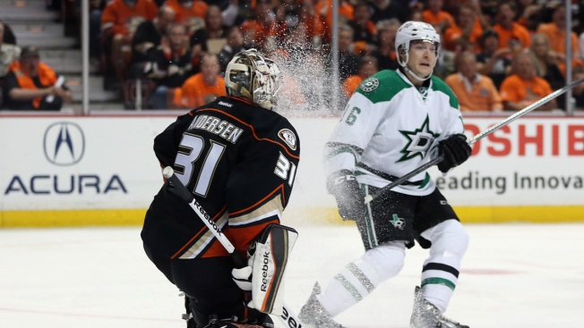 Anaheim Ducks Hold Off Stars in Series Opener