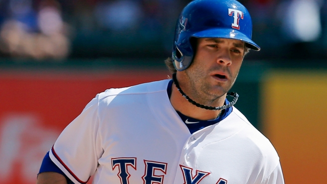 Ohlendorf Fans 5 in 2 Innings, Rangers Beat Cubs