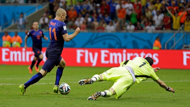 Netherlands Thrashes Spain 5-1 in World Cup Opener