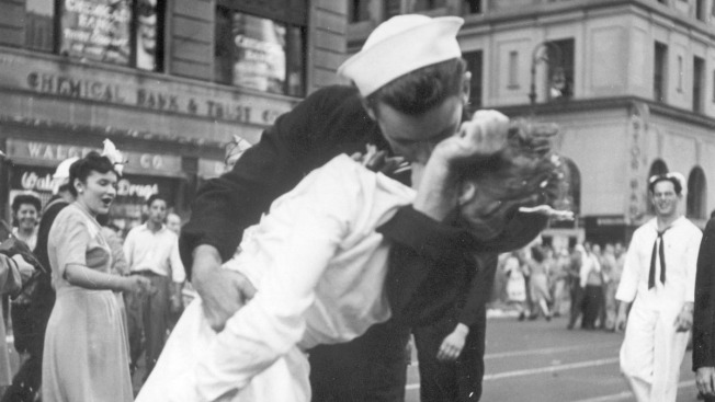 Greta Friedman, Nurse in Iconic Times Square Sailor-Kiss Photo, Dead at 92