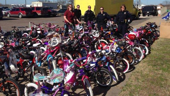 Arlington Police Brighten West Children's Christmas