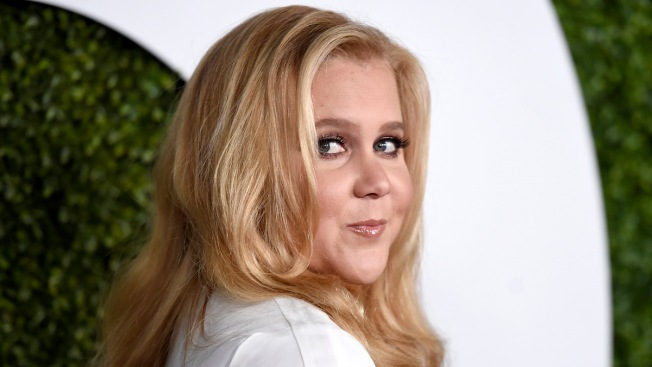 Amy Schumer Leaves a $1,000 Tip for a Few Lucky Bartenders After Seeing 'Hamilton'