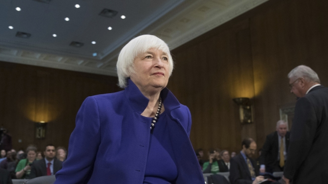 Yellen Expects Gradual Pace for Hikes but Sees Risk in Delay
