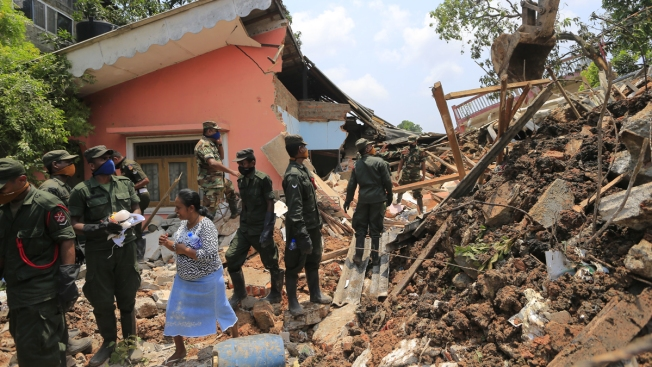 100 Feared Dead After Huge Sri Lanka Garbage Dump Collapse