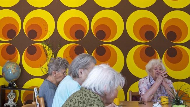 Reliving Communist Past Helps Ease Specter of Dementia in East German Patients