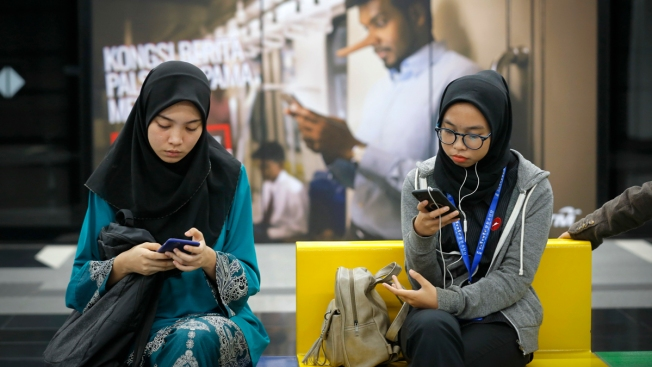 Malaysia Approves Anti-Fake News Bill Ahead of Elections