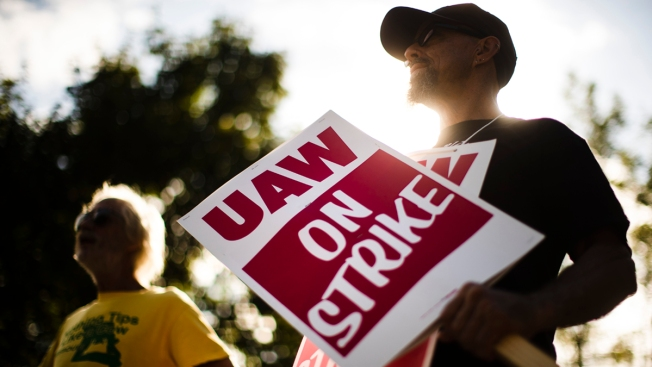 UAW Rejects GM Offer Over Pay, Temporary Workers: AP Source