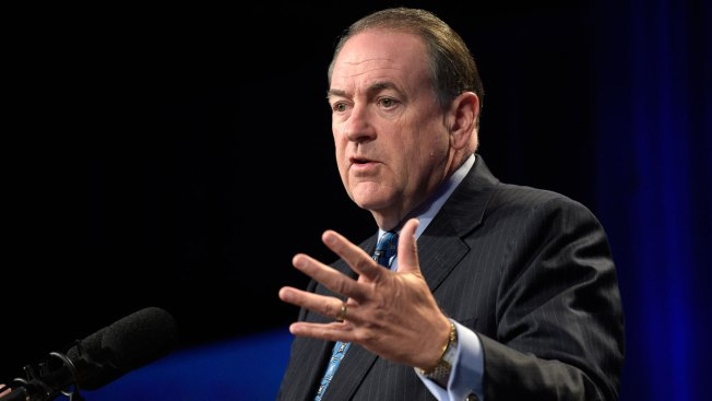 Huckabee Recovering After Knee Surgery in Little Rock