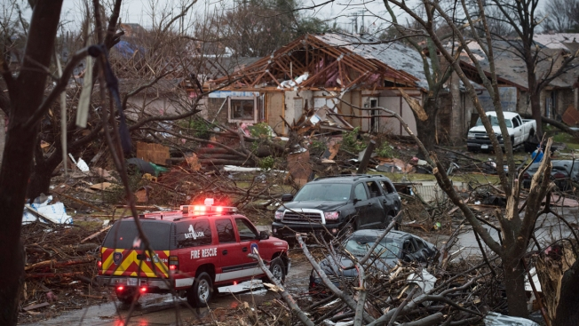 American Airlines Pledges $100,000 in Tornado Aid