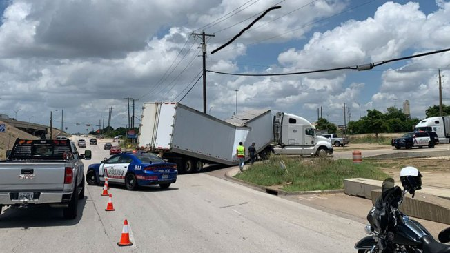 Arlington Exit Ramp Back Open After Semi Trailer Buckles