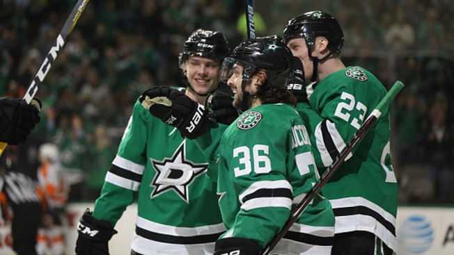 Stars Clinch 1st Playoff Trip Since 2016, Beat Flyers 6-2