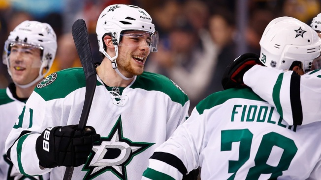 Seguin Has 3-Goal Second, Stars Beat Flyers 5-1