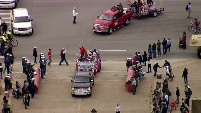 Dallas Warning of Downtown Road Closures For Veterans Day Parade