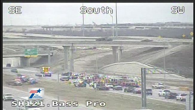 4 People Injured in 12-Vehicle Crash on SH 121 in Grapevine