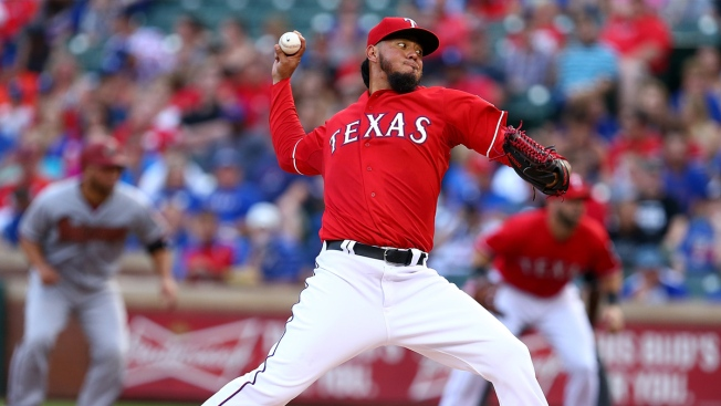 Ray Outpitches Rangers' Gallardo in Diamondbacks' 4-2 Win