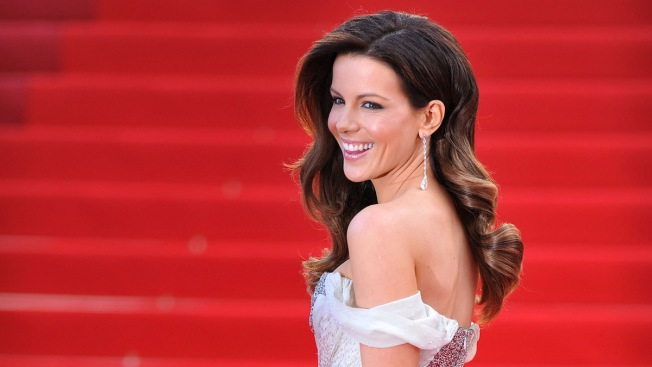 Kate Beckinsale Says Michael Bay Was 'Baffled' by Her Looks While Filming 'Pearl Harbor'