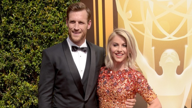 Julianne Hough Marries Brooks Laich in Outdoor Ceremony