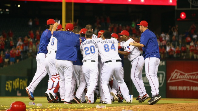 Rangers Overtake Astros for 1st in AL West with 6-5 Win
